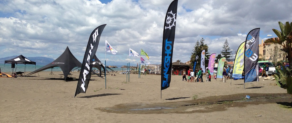banderas publicitarias en la playa